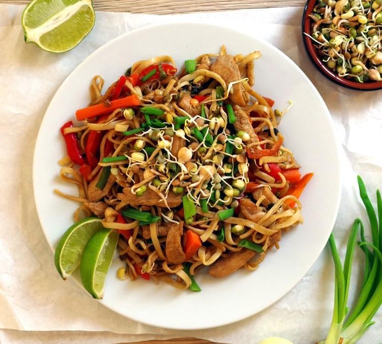 Makaron Chow Mein Z Kurczakiem I Warzywami Wpis Bullio